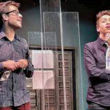Όταν πεθάνω, θάψτε με στο Facebook! στο θέατρο Μπέλλος