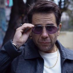 Διανυκτερεύω: Ο Γιώργος Μαζωνάκης παρουσιάζει το νέο του music video!