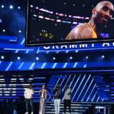Η Alicia Keys τραγούδησε στα Grammy για τον Kobe Bryant