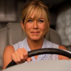 Jennifer Aniston: «Μεγάλωσα σε ένα ασταθές οικογενειακό περιβάλλον που μου προκαλούσε ανασφάλεια»