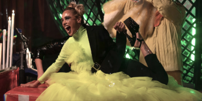 Konnie Metaxa – «Kamikaze»: Το νέο της hit με το εντυπωσιακό video clip!