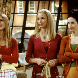 Η Courteney Cox αποκαλύπτει την αγαπημένη της στιγμή στα «Φιλαράκια»