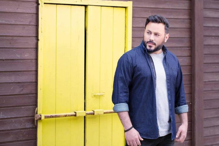 Άλεξ Ιατρίδης: Το πρώτο του τραγούδι ξεπέρασε τις 500.000 προβολές
