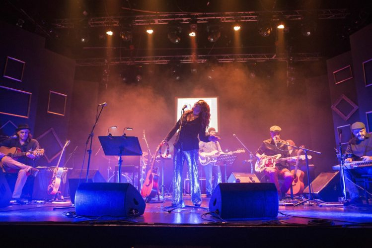 """Ελένη Τσαλιγοπουλου """"ΑΛΜΠΟΥΜ"""" στη μουσική σκηνή Πειραιώς 131   Μία ενθουσιώδης, συγκινητική, sold out πρεμιέρα!"""