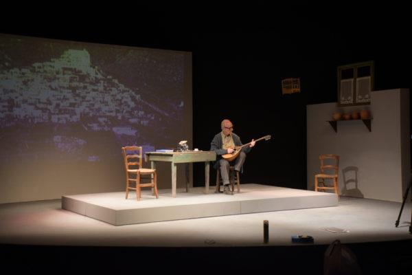 Εγώ, ο Μαρκός Βαμβακάρης στο Θέατρο Ανεσις | Παράταση παραστάσεων