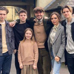 Οι Beckhams γιορτάζουν το καθολικό Πάσχα: Η οικογενειακή τους φωτογραφία