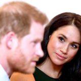Η Meghan Markle έφυγε για Καναδά κι άφησε τον Harry μόνο να αντιμετωπίσει το οργισμένο παλάτι