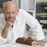 Ο Στέλιος Παρλιάρος ετοιμάζει μοναδικές συνταγές στις Γλυκές Αλχημείες