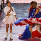 Η Jennifer Lopez τραγούδησε μαζί με την 11χρονη κόρη της στον τελικό του Super Bowl LIV
