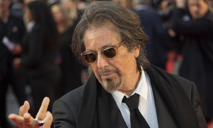 """""""Έφαγε"""" τούμπα στο κόκκινο χαλί των Bafta ο Al Pacino"""