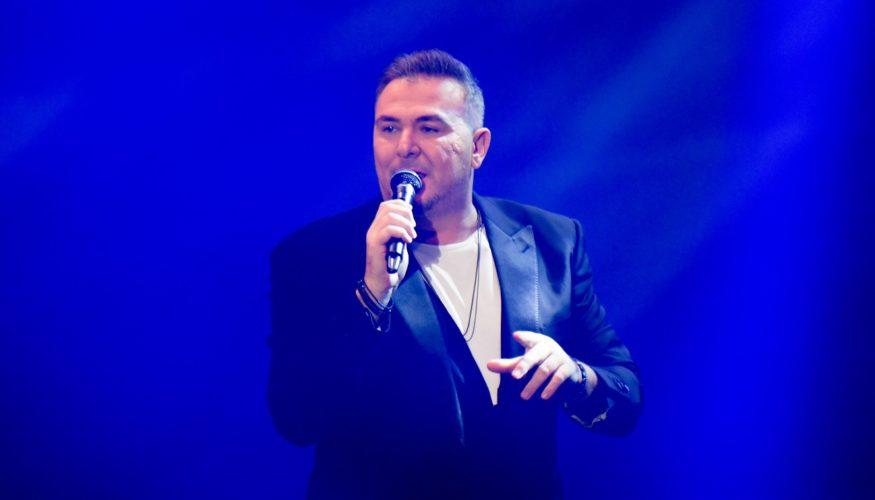 Αντώνης Ρέμος: Εντυπωσιακή και sold out συναυλία στην Αθήνα