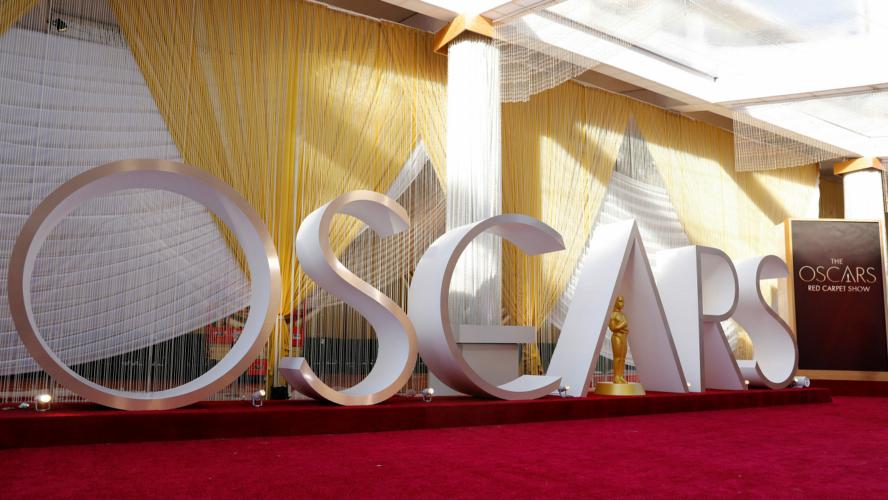 Η βιομηχανία του κόκκινου χαλιού στα Oscar: Ποιος και πώς τελικά επιλέγει τι θα φορέσουν οι σούπερ σταρ και γιατί τις πληρώνουν για αυτό