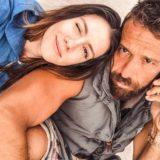Δείτε την σύντροφο του Γιάννη Μαρακάκη να ποζάρει με φουσκωμένη κοιλίτσα 1 μήνα πριν γεννήσει