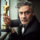 Η viral στιγμή του Taika Waititi με το αγαλματίδιο στα Oscar
