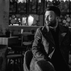 Στάθης Παπαδόπουλος: Γνωρίστε τον ανερχόμενο λαϊκό τραγουδιστή, από την Θεσσαλονίκη