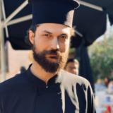 """Απόστολος Καμιτσάκης: Δεν φαντάζεστε πόσα αδέρφια έχει ο νέος """"παπάς"""" του """"Καφέ της Χαράς"""""""