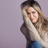 H Jennifer Aniston μας δείχνει την απρόσμενη παρέα που κάνει γυμναστική μαζί της