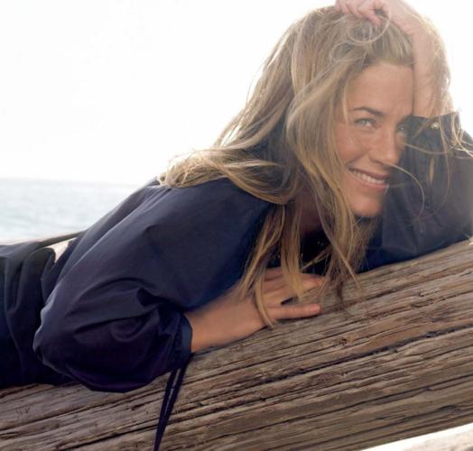Η Jennifer Aniston μας έδειξε την πρώτη της φωτογραφία για το 2021 και το διακοσμητικό που έχει στο κομοδίνο της