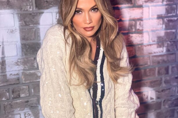 Η Jennifer Lopez πόζαρε γυμνή και αναστάτωσε!
