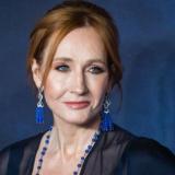 Η J.K. Rowling προσφέρει 1 εκατ. λίρες σε θύματα ενδοοικογενειακής βίας και άστεγους