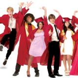 """Οι πρωταγωνιστές του High School Musical έκαναν reunion και τραγούδησαν ξανά το """"We're All In This Together"""" μετά από 12 χρόνια"""