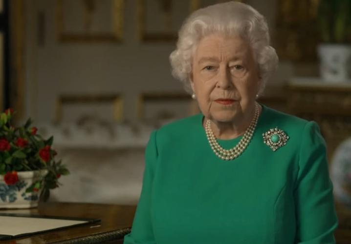 Αυτή είναι η πρώτη φορά που η βασίλισσα Ελισάβετ μπήκε σε εκατομμύρια σπίτια