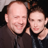 Ο Bruce Willis και η Demi Moore περνούν μαζί στην καραντίνα! Η απίστευτη οικογενειακή φωτογραφία