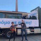 Η Άλκηστις Πρωτοψάλτη τραγουδά στους δρόμους της Αθήνας στέλνοντας ένα μήνυμα αισιοδοξίας