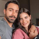 Ο Σάκης Τανιμανίδης και η Χριστίνα Μπόμπα αποφάσισαν να γίνουν εθελοντές στη μάχη κατά του κορονοϊού