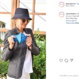 Η Μαρέβα Μητσοτάκη ποζάρει με τη μάσκα που φτιάχνει το brand της