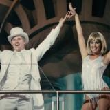 """Δείτε την Ashley Tisdale να τραγουδάει το """"I Want It All"""" στην πισίνα του σπιτιού της 12 χρόνια μετά High School Musical"""