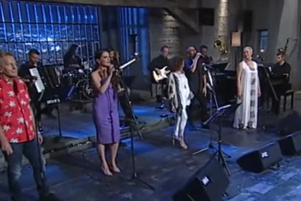 Στην Υγειά Μας Ρε Παιδιά: Το ελληνικό τραγούδι για την Ιταλία και η συγκινητική έναρξη της εκπομπής
