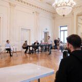Ανακοίνωση του Εθνικού Θεάτρου για την επίσκεψη του Πρωθυπουργού στην πρώτη ανάγνωση των Περσών