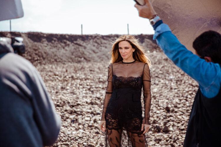 """Έλλη Κοκκίνου: Backstage υλικό από τα γυρίσματα του νέου κλιπ """"Να την αγαπάς"""""""
