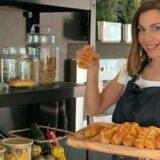 Η Δέσποινα Βανδή μας δίνει συνταγή για εύκολα πασχαλινά κουλουράκια