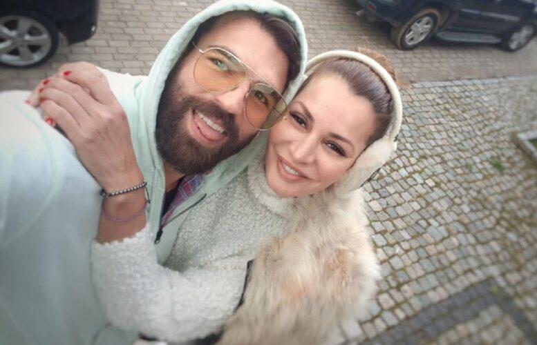 Οι δημόσιες ευχές του Δημήτρη Αλεξάνδρου στην Μαρία Καλάβρια για τη γιορτή της