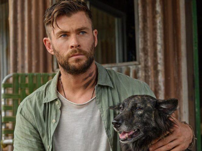 Ο Chris Hemsworth κολυμπάει με καρχαρίες για το National Geographic