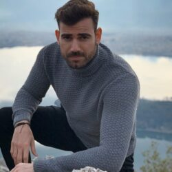 """Ο Νίκος Πολυδερόπουλος αποκάλυψε πότε ξεκινούν τα γυρίσματα για το νέο κύκλο της σειράς """"8 λέξεις"""""""
