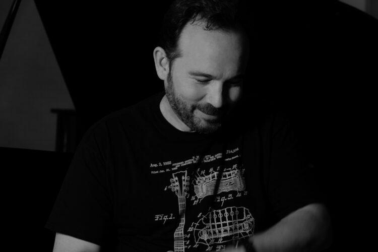 Κώστας Μακεδόνας - Να μ' αγαπάς όσο κανείς - Νέο single
