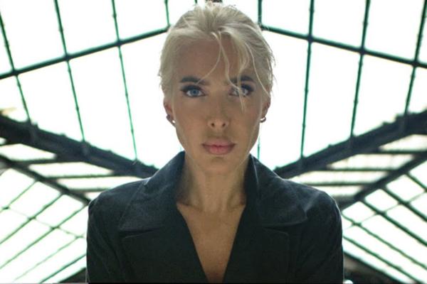 Αμαρυλλίς – «Μόνο Εσύ»: Το νέο της hit με το εντυπωσιακό video στο κέντρο της Αθήνας