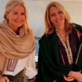Δείτε την Μαρέβα Μητσοτάκη και την Τζένη Μπαλατσινού να ποζάρουν μαζί με φόντο το ηλιοβασίλεμα της Σαντορίνης