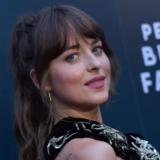 Η Dakota Johnson μιλάει για τη μάχη της με την κατάθλιψη και το πώς βίωσε την καραντίνα