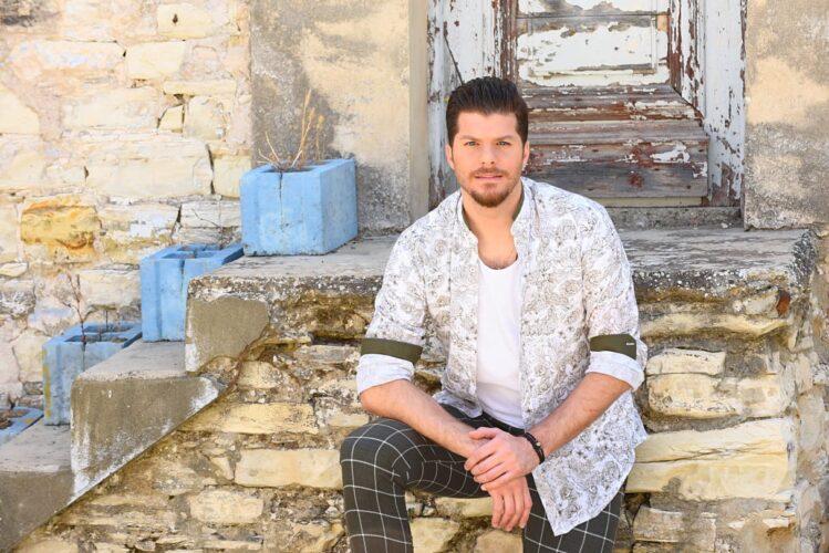Πάμε απ' την αρχή: Άρωμα νησιωτικής Ελλάδας στο νέο τραγούδι του Λούκα Γιώρκα