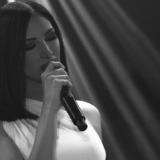 """Λένα Ζευγαρά - """"Στα Πατώματα"""": Η πρώτη της δυναμική μπαλάντα στο πιο ερωτικό medley"""