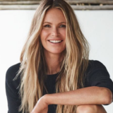 Elle MacPherson: «Ζούσα με 3 ώρες ύπνο και έναν καφέ»