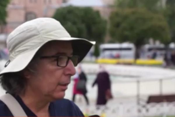 Ο σκηνοθέτης Γκιοκσέλ Γκιουλενσόι, μιλάει στο Open, για την απόφαση να μετατραπεί το ιστορικό μνημείο σε τζαμί