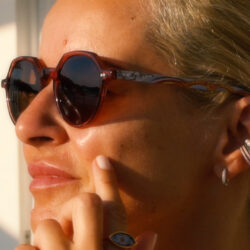 Σύρος: Οροφογραφία 201 σε γυαλιά και κοσμήματα από τον Σταύρο Κοή & τη Μαρία Μάστορη