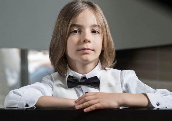 Στέλιος Κερασίδης – 'Isolation Waltz' – Ακούστε τη νέα σύνθεση του 8χρονου Στέλιου!