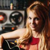 """Εμμανουέλα Χιωτάκη: Στέλνει ένα αισιόδοξο μήνυμα, με το νέο της τραγούδι """"Θα είμαστε εκεί"""""""