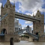 «Κόλλησε» η Γέφυρα του Πύργου στο Λονδίνο